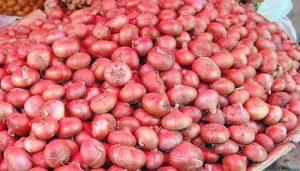 ২৪ ঘন্টার মধ্যে পেঁয়াজের দাম কমবে: বাণিজ্য সচিব