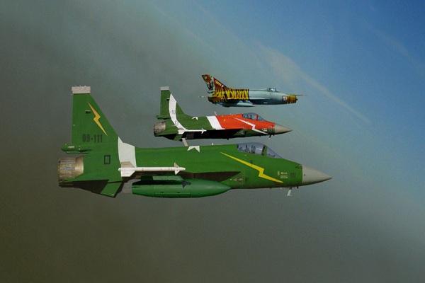 অস্ত্র রফতানি তিনগুণ করবে পাকিস্তান