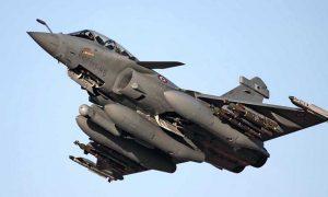 এফ-১৬ জঙ্গিবিমান ওড়ালেন পাকিস্তানের সেনাপ্রধান