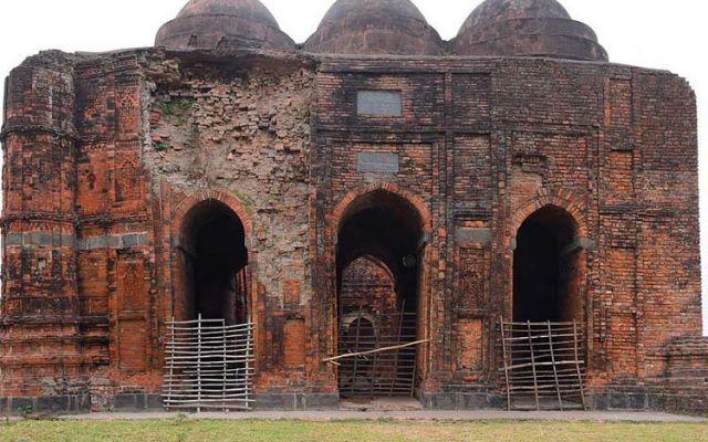 ৫২৬ বছরের পোড়ামাটির ঐতিহাসিক মসজিদ