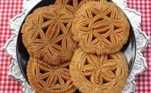 শীতের দিনে তৈরি করুন নকশি পাকন পিঠা